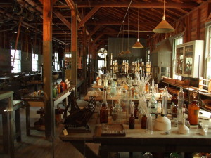 1280px-Edison_and_Ford_Winter_Estates,_Edison's_laboratory