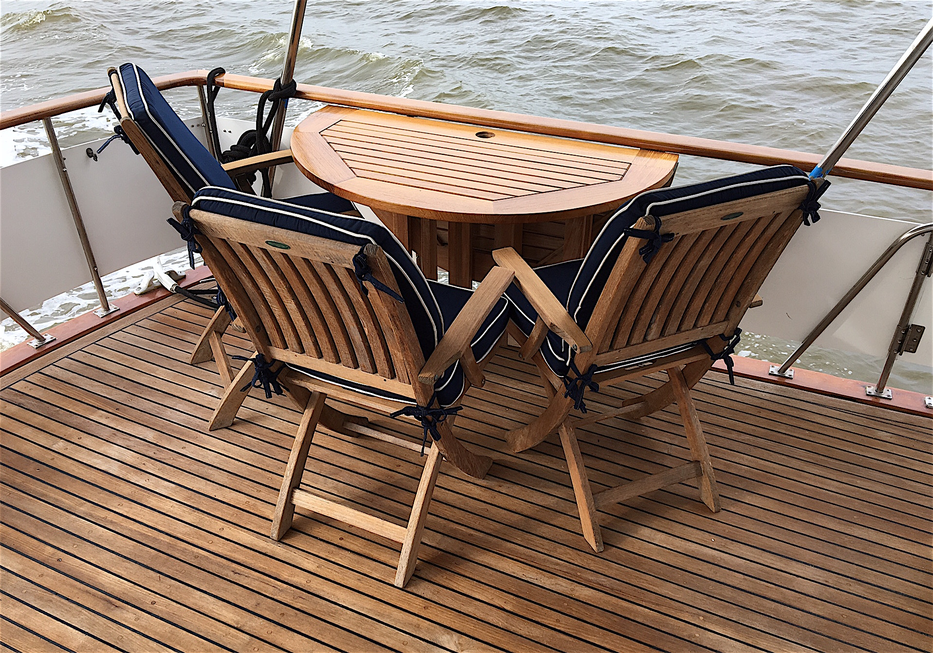 The Aft Sundeck Is At Least For Us Key To Outdoor Lifestyle We Live On Board Life S Travails Spreading Across Full Beam Of Boat